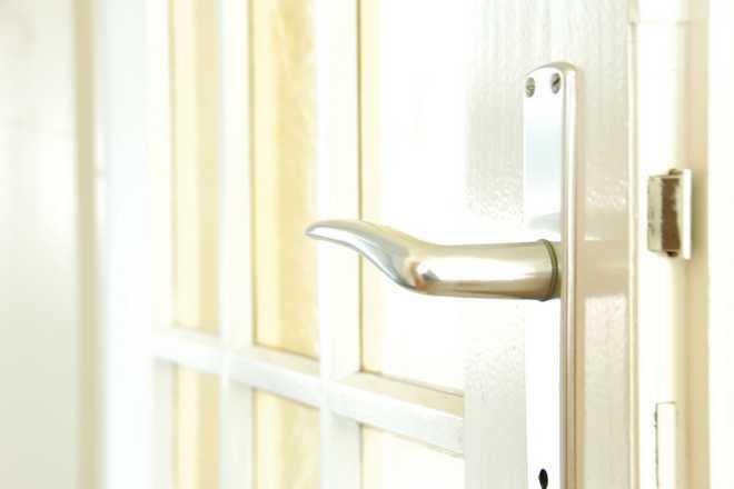 changer une poignée de porte ancienne