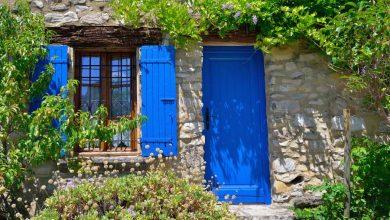 couleur de volet pour une maison en pierre